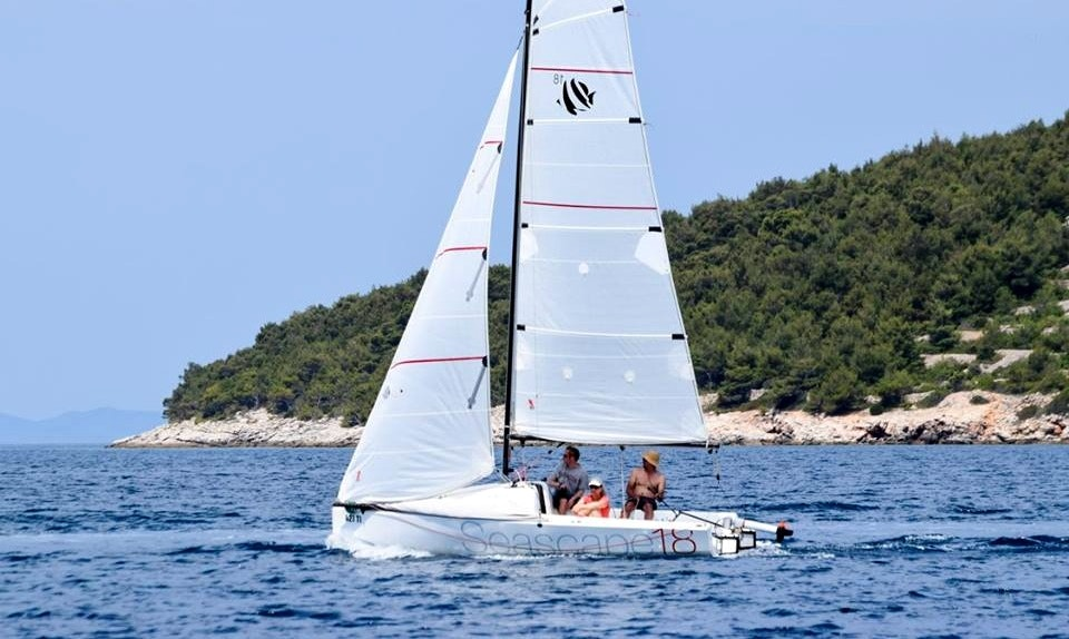 Rent Seascape18 / Beneteau First 18 Daysailer in Jezera