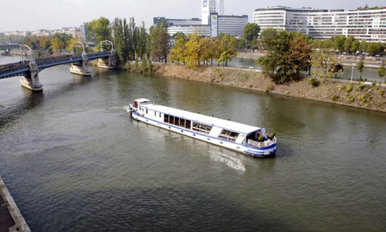 Charter 126' Rive Droite House Boat In Boulogne-billancourt, France
