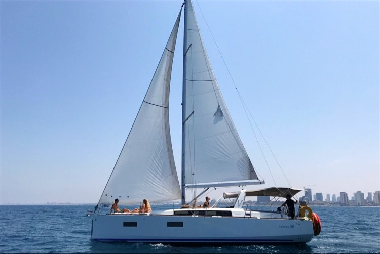 Yacht TLV