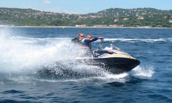 Hire A Two-person Jet Ski In Cavalaire-sur-mer, France