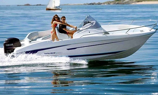 Rent Benneteau Flyer 650 Center Console In Le Barcarès, France