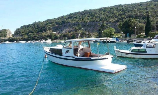 Charter 29' Mini Motor Yacht In Dubrovnik, Croatia