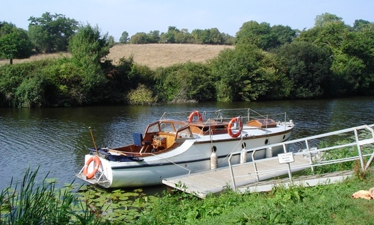 River Cruise In Sèvre Nantaise, Across The Vineyard Of Nantes, With Gratitude Gentleman Launch.