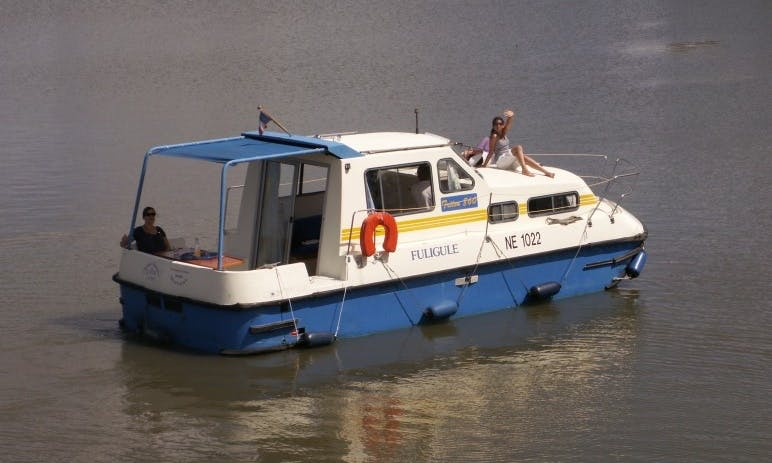 Charter an Triton 860 Houseboat in Briare, France