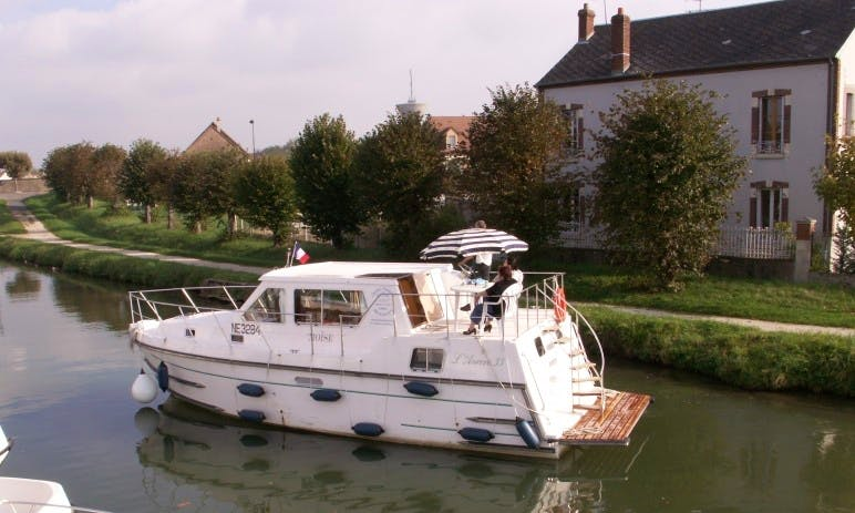 Charter an Aurore 33 Houseboat in Briare, France