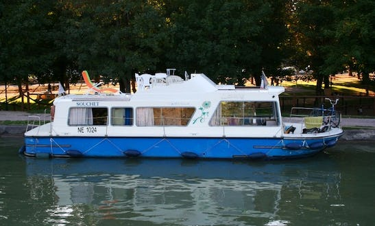 Charter An Flybridge Houseboat In Briare, France