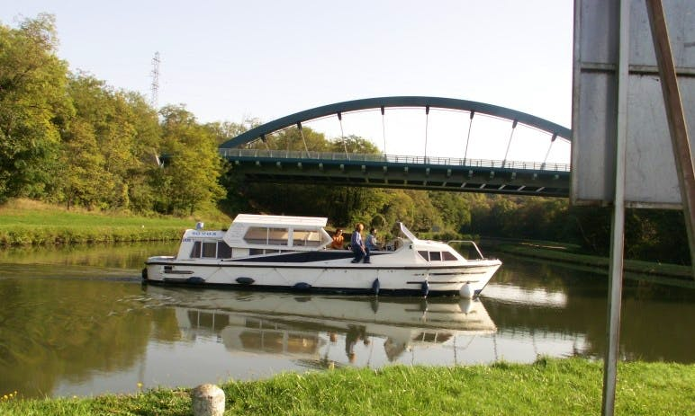 Charter an Cruiser Houseboat in Briare, France