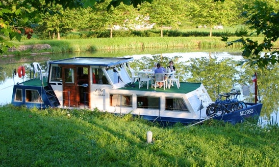 Charter An Classic 1200 Houseboat In Briare, France