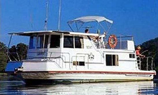 Charter 33' Super 6 Berth Houseboat In Wisemans Ferry, New South Wales