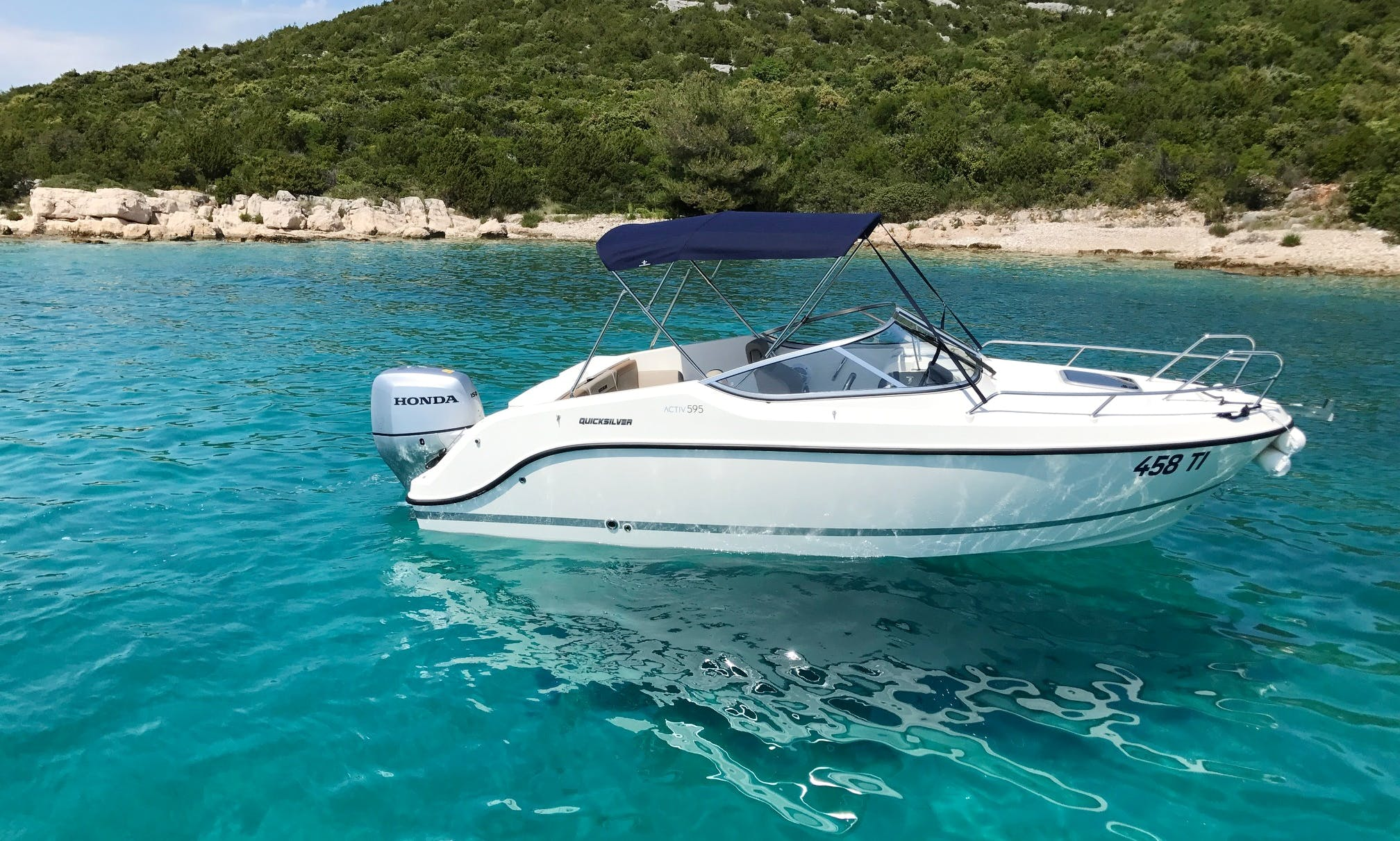 Quicksilver 595 Cabin Cruiser for 6 People in Tisno, Croatia
