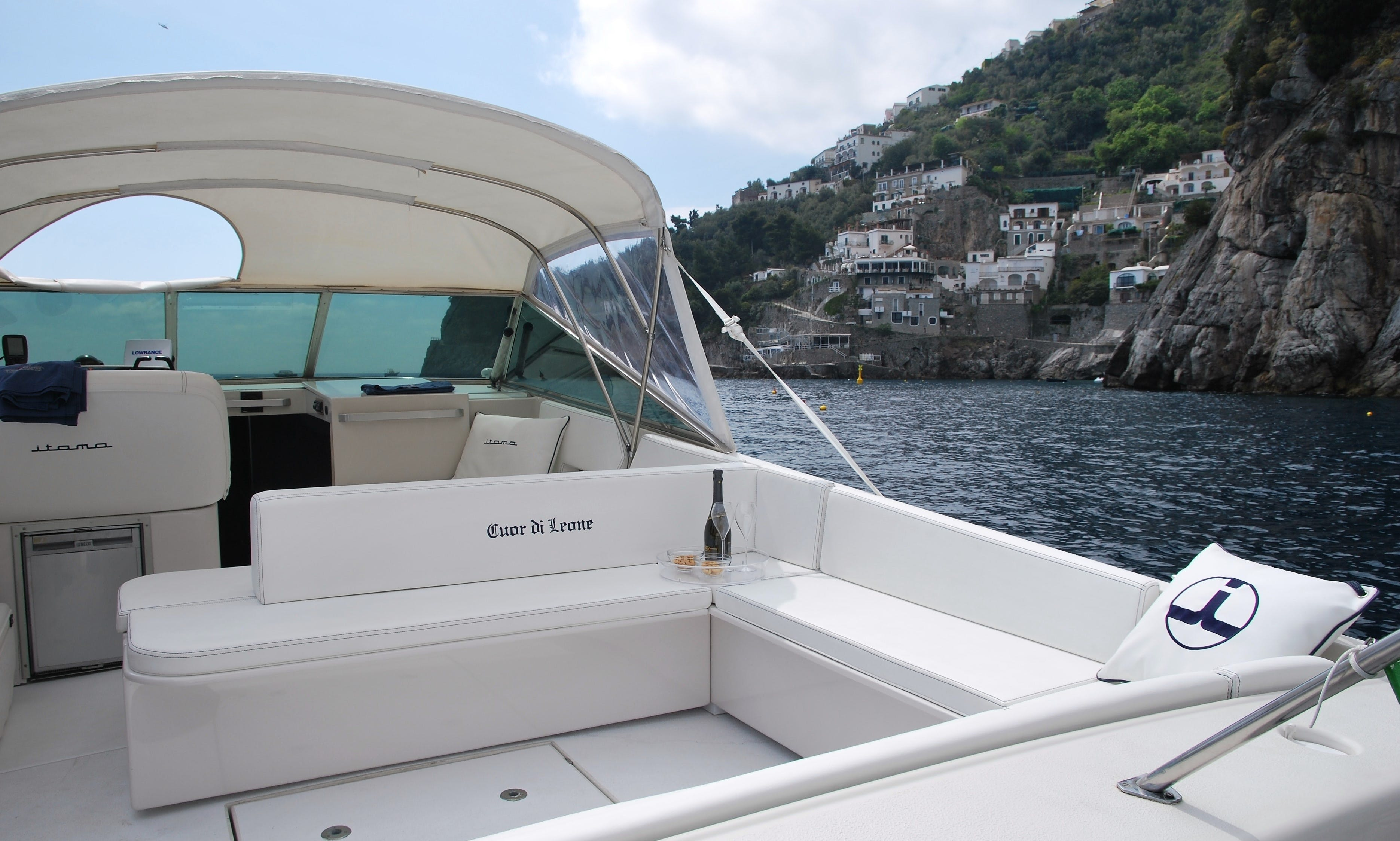 "Rent a 38' Motor Yacht ""ITAMA"" in Positano"