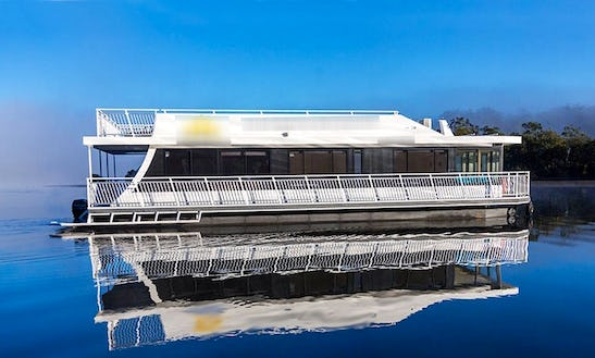 'nowhere Bound' Luxury Houseboat Hire In Clyde River