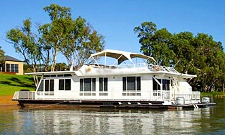 'Dove' Houseboat Hire in Murray Bridge