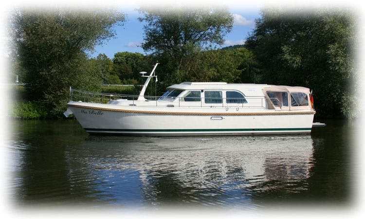 Charter 43' Ma Belle Linssen Grand Sturdy 40.9 Sedan Motor Yacht in Saarlouis, Saarland