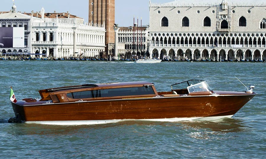 A professional and fun boat tour of Venezia, Italy