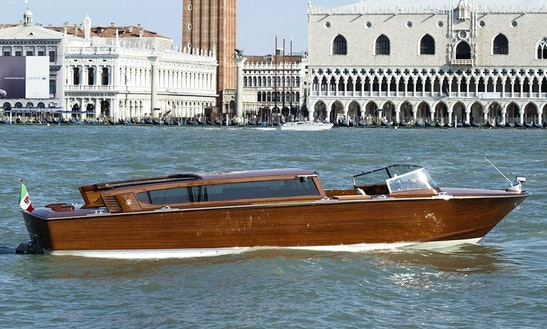 A Professional And Fun Boat Tour Of Venezia