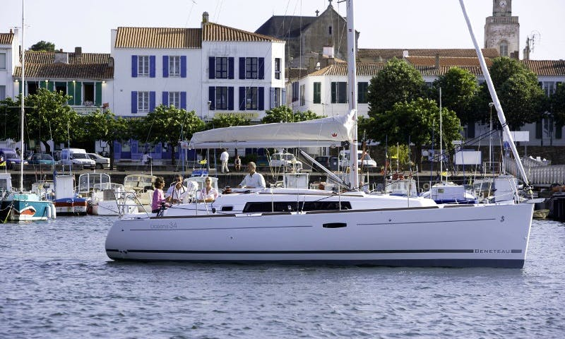Beneteau Oceanis 34 with 3 Cabins in Lagos, Portugal