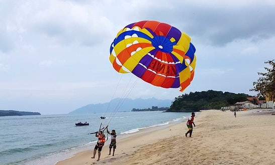 Enjoy Parasailing In Langkawi, Kedah