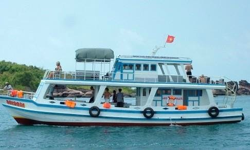 Enjoy FIshing in Thanh pho Phu Quoc, Vietnam on a Passenger Boat