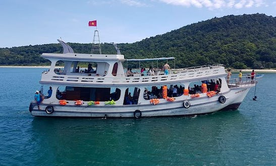 Enjoy Squid Fishing Trips In Thanh Pho Phu Quoc, Viatnam On A Passenger Boat