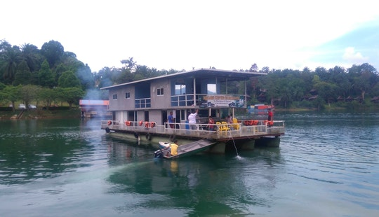 Charter A Houseboat In Kuala Berang, Terengganu