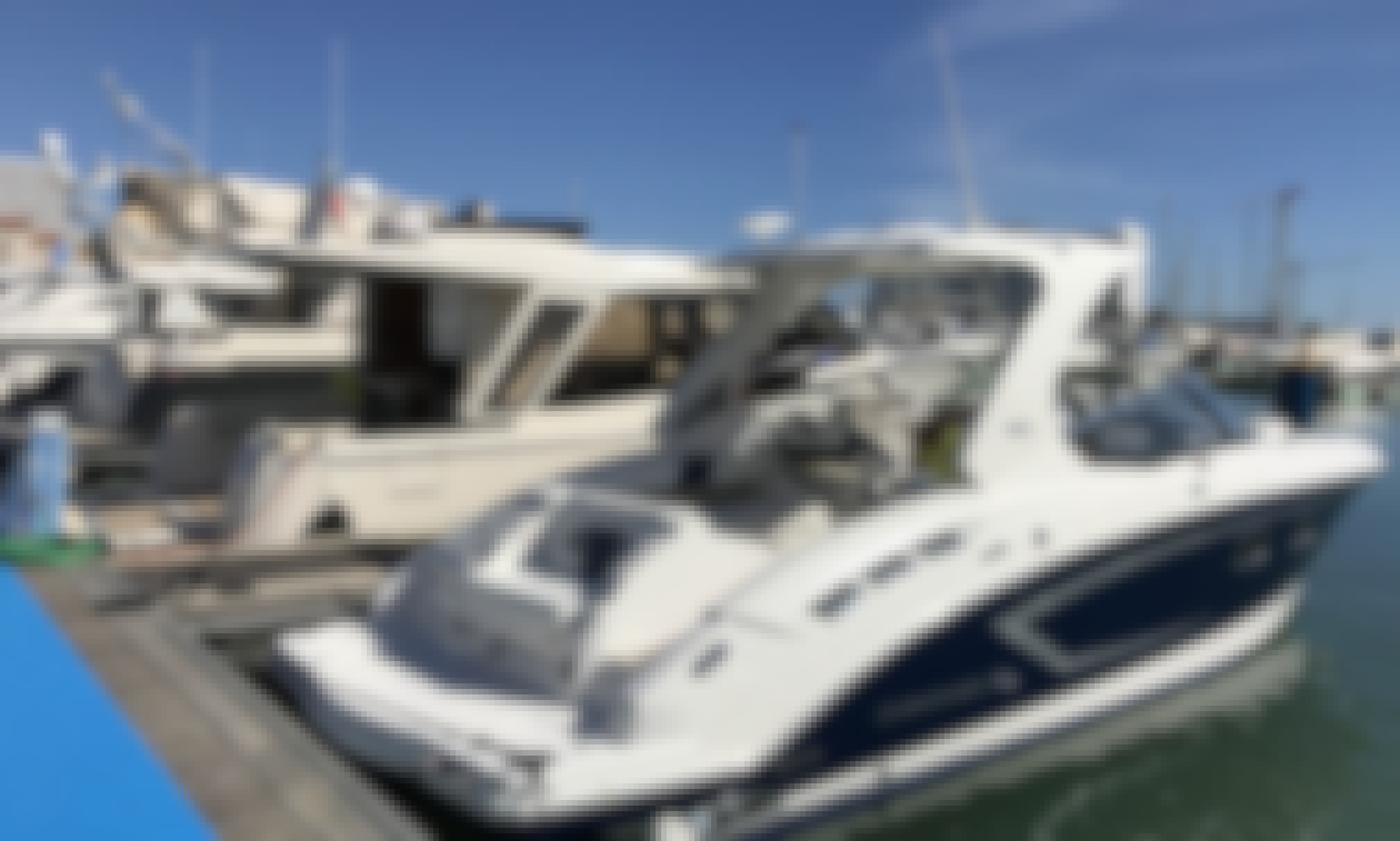 32' Chaparral 327 SSX Motor Yacht In Setúbal, Portugal