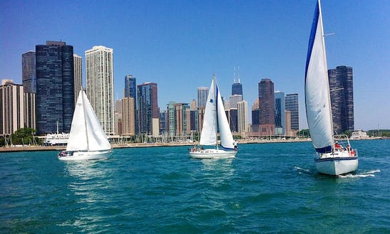 32' Cruising Monohull Charter In Chicago, Illinois