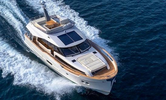 38' Greenline Hybrid Motor Yacht Rental In Setúbal, Portugal