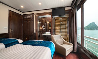 Life aboard, relax and enjoy the cruise in Thành phố Hạ Long, Vietnam