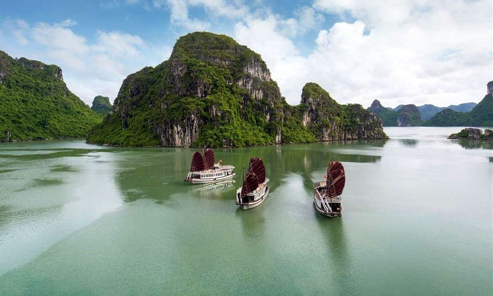 Sightseeing in Halong
