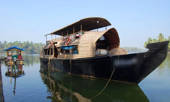 Experience The Fun Of Houseboating In Kerala, India