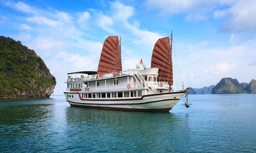 Charter Legacy Cruise – 3 Star Junk Boat in Hanoi,Vietnam