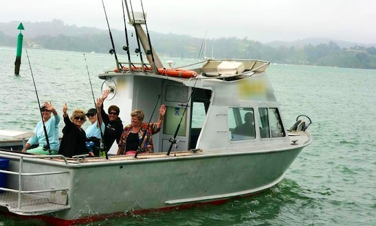 Paihia Fishing Charter On 28ft Spot-x Boat