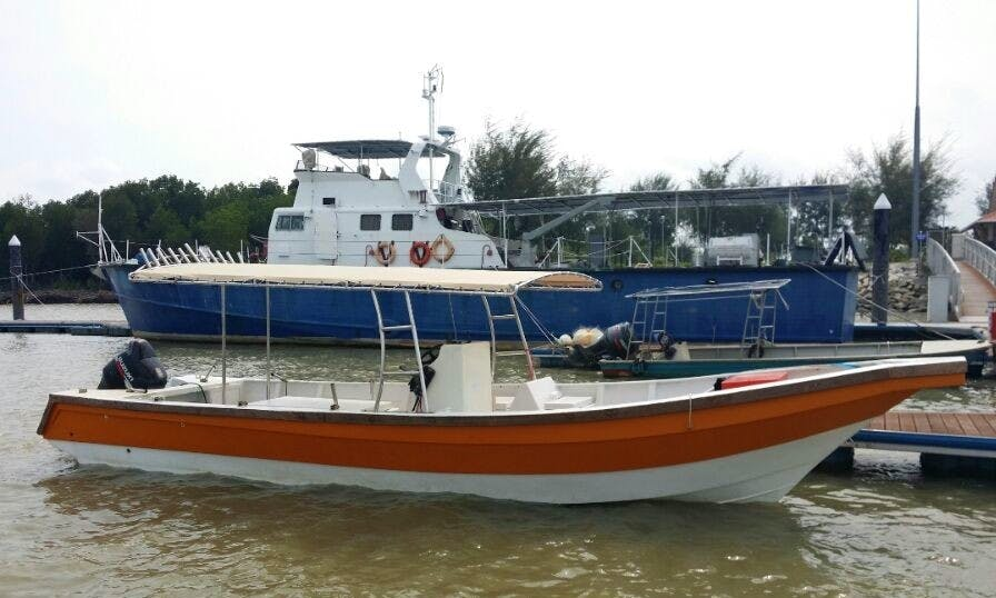 Enjoy Fishing in Pelabuhan Klang, Malaysia on Center Console