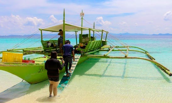 Enjoy A Traditional Boat Charter In Mimaropa, Philippines