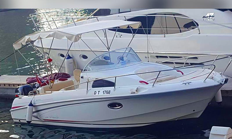 Charter 30' Bowrider in Dubai, United Arab Emirates