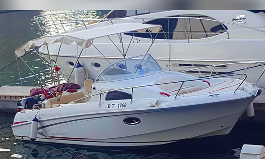 Charter 30' Bowrider In Dubai, United Arab Emirates