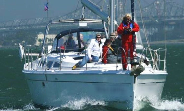 "49' Hunter Sloop ""Belle Colette"" Charter in Alameda"