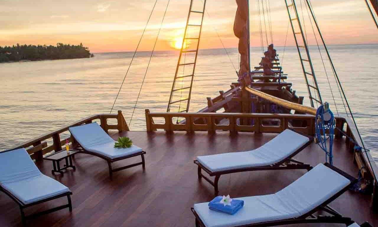 "Komodo National Park Snorkeling Cruise on 78' Sailing Schooner ""Clavalia"""
