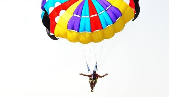 Enjoy Parasailing In Amman, Jordan