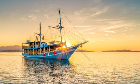 Charter A 10 Person Gulet In Komodo, Indonesia For Your Next Kelor Island Adventure!
