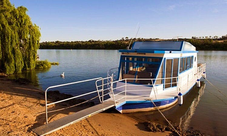 "Intimate Murray River Experience on ""River Wren"" Houseboat"