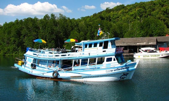 Enjoy Fishing In Tambon Ko Kut, Thailand On Trawler