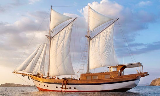 Charter A Classic 30' Sailing Schooner For Komodo Islands, Indonesia