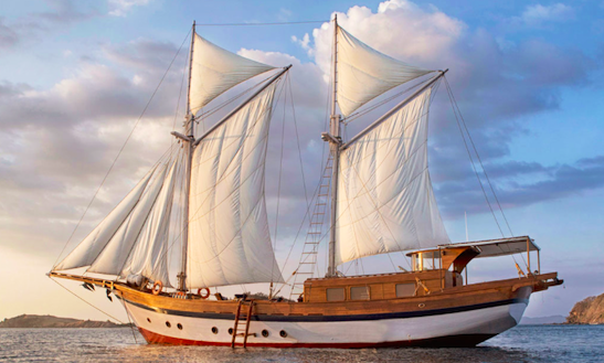 Charter A Classic 30' Sailing Schooner For Komodo Islands, Indonesia