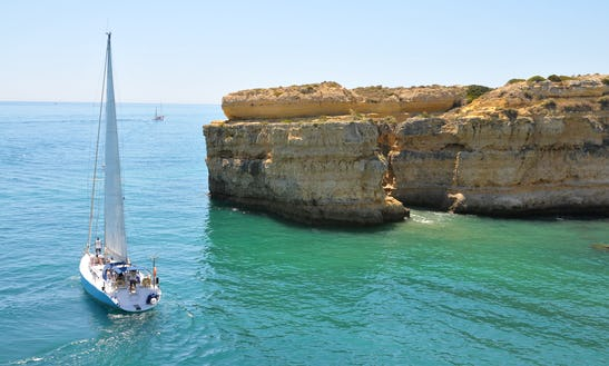 Sailing Yatch: Sail The Coast And Beach Bbq