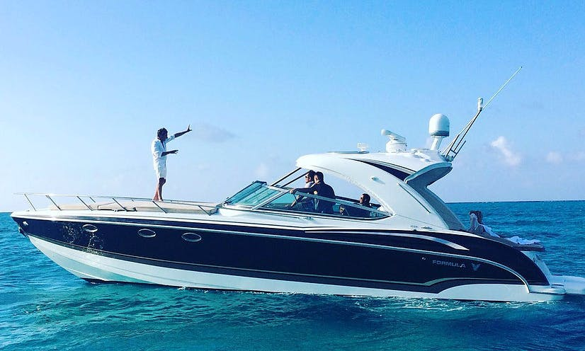 Charter 42' Jersey Girl Motor Yacht in George Town, Cayman Islands