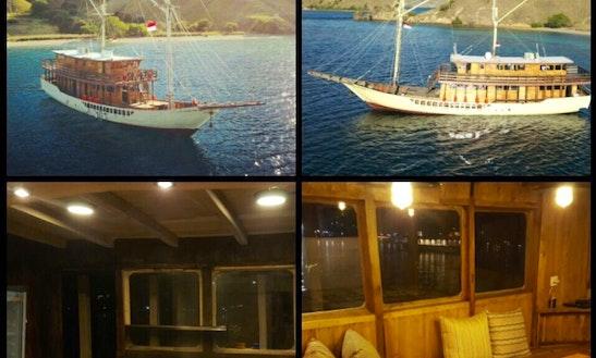 Samara Phinisi Boat