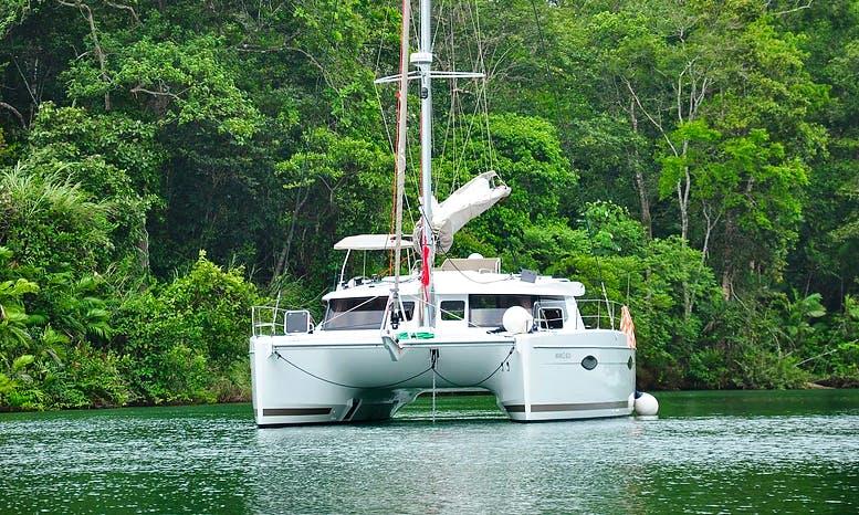 Charter Foutaine Pajot Helia Cruising Catamaran in Amador, Panamá