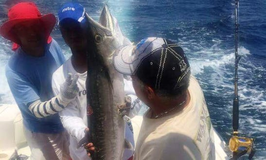 Center Console Fishing Charter In Cartagena